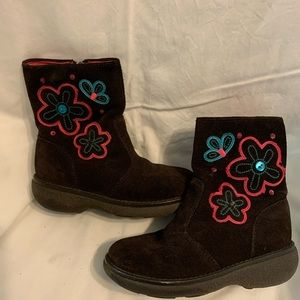 Adorable leather flowered boots size 11
